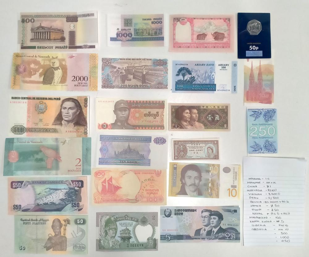 A bag of assorted foreign notes & coin