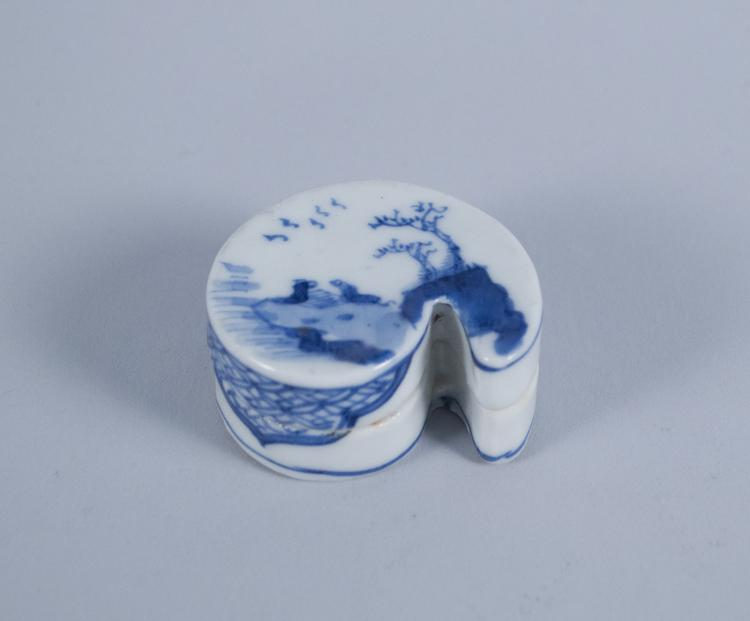 Chinese Blue and White Paisley-Shaped Rouge Box