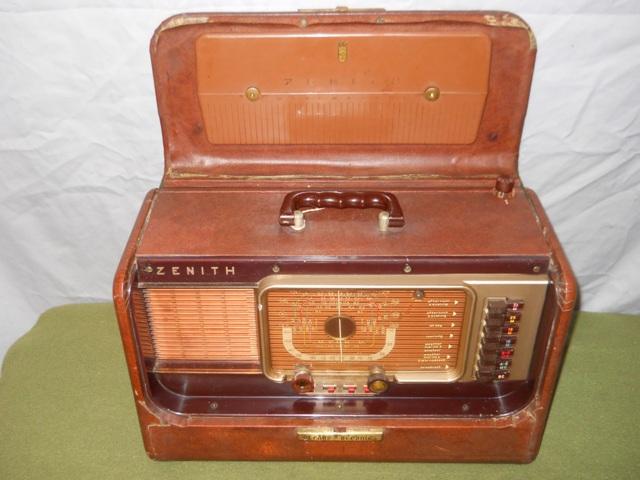 Zenith Transoceanic Signal Corps Radio-US Army Model R520/URR