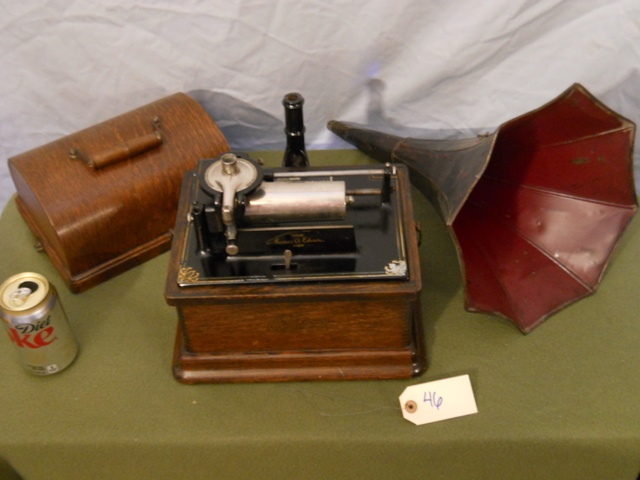 Edision Fireside Phonograph w/horn-no crank or piece to hold horn on