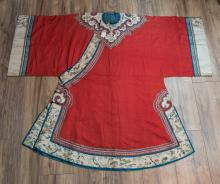 CHINESE 18 CENTURY WOMEN'S ROBE WITH EMBROIDERED FLOWER