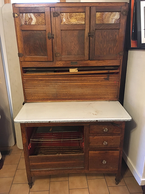 Vintage sellers hoosier kitchen cabinet for Auctions for kitchen cabinets