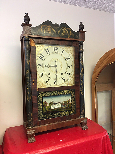 Jeromes' & Darrow Transitional Shelf Clock