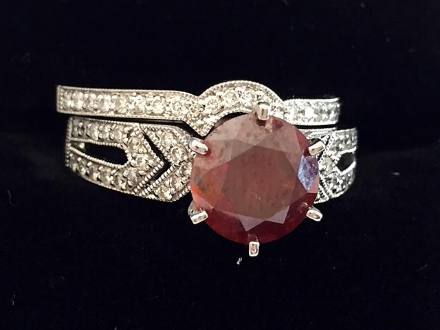 14kt Gold Ladies Red Diamond Ring