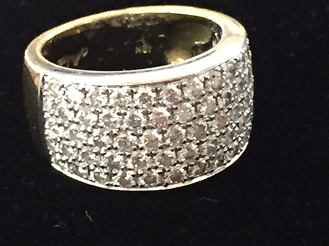 18kt Gold Diamond Ladies Dinner Ring