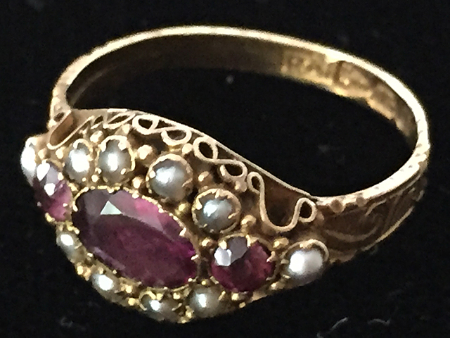 Ladies Amethyst and Pearl Ring