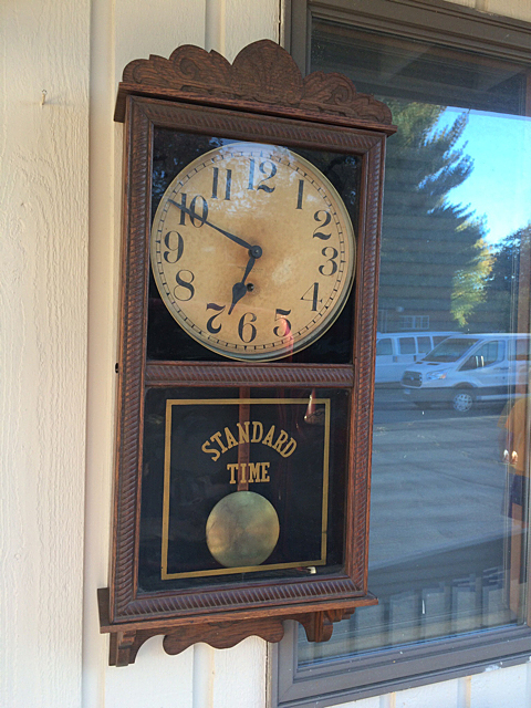 New Haven Clock Co. Country Store Regulator Clock