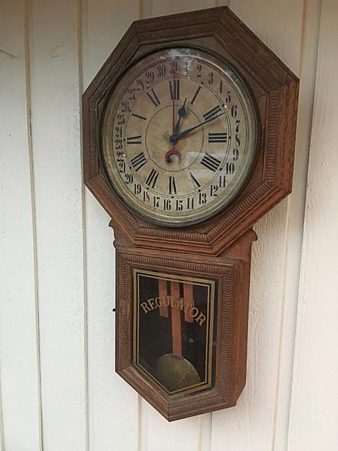 E. Ingraham Calendar Clock