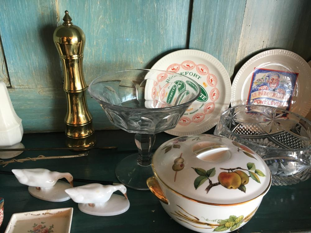 Lot 161: Contents of China Cabinet