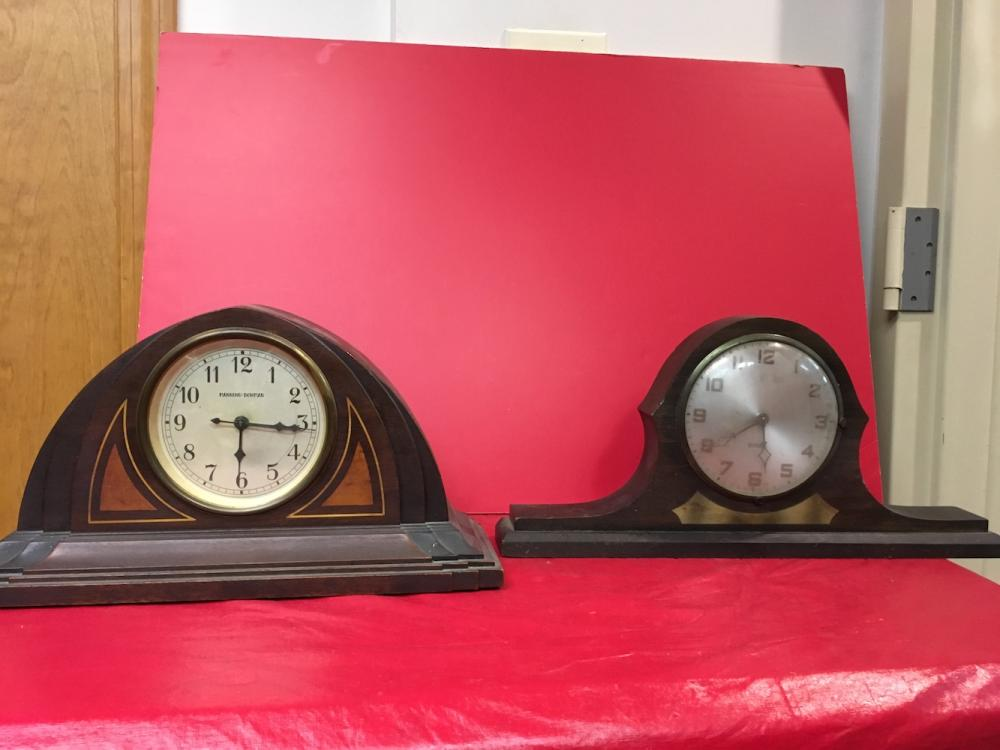 2 Vintage Mantel Clocks