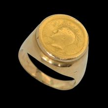 AN 18K GOLD MEN?S RING