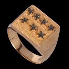 AN 18K GOLD MAN'S RING