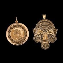 A LOT COMPOSED OF 2 PENDANTS: