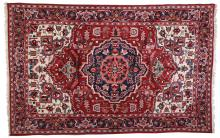 AN OLD PERSIAN HERIZ RUG