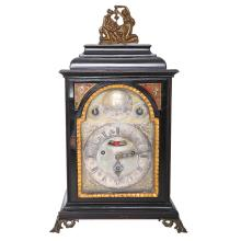 AN ANTIQUE BRACKET CLOCK