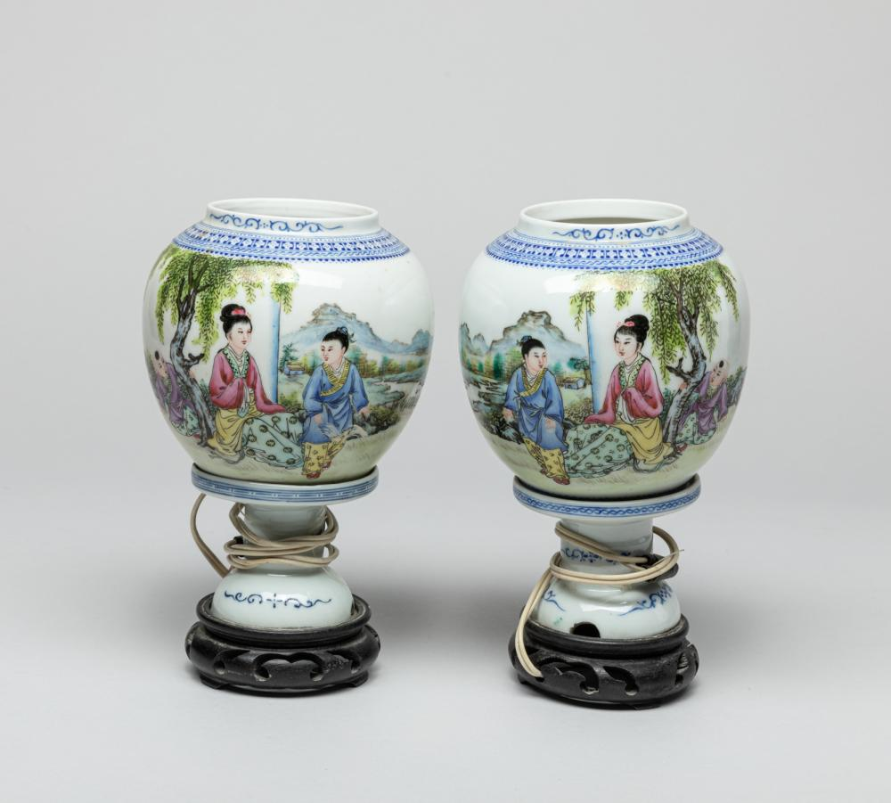 Pair Chinese Hand Painted Porcelain Lamp