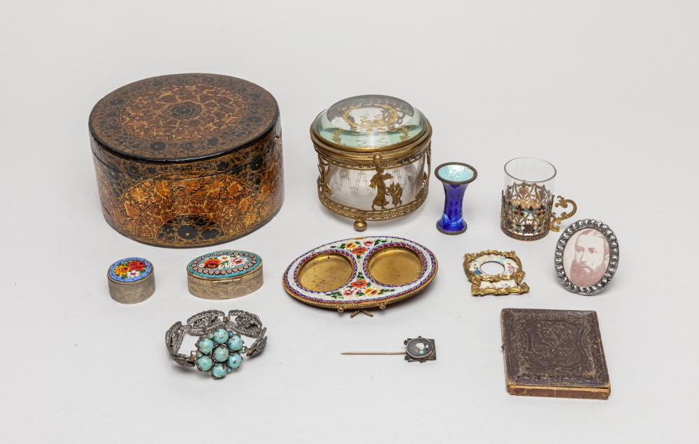 Collectible England Victoria Type Jewelries