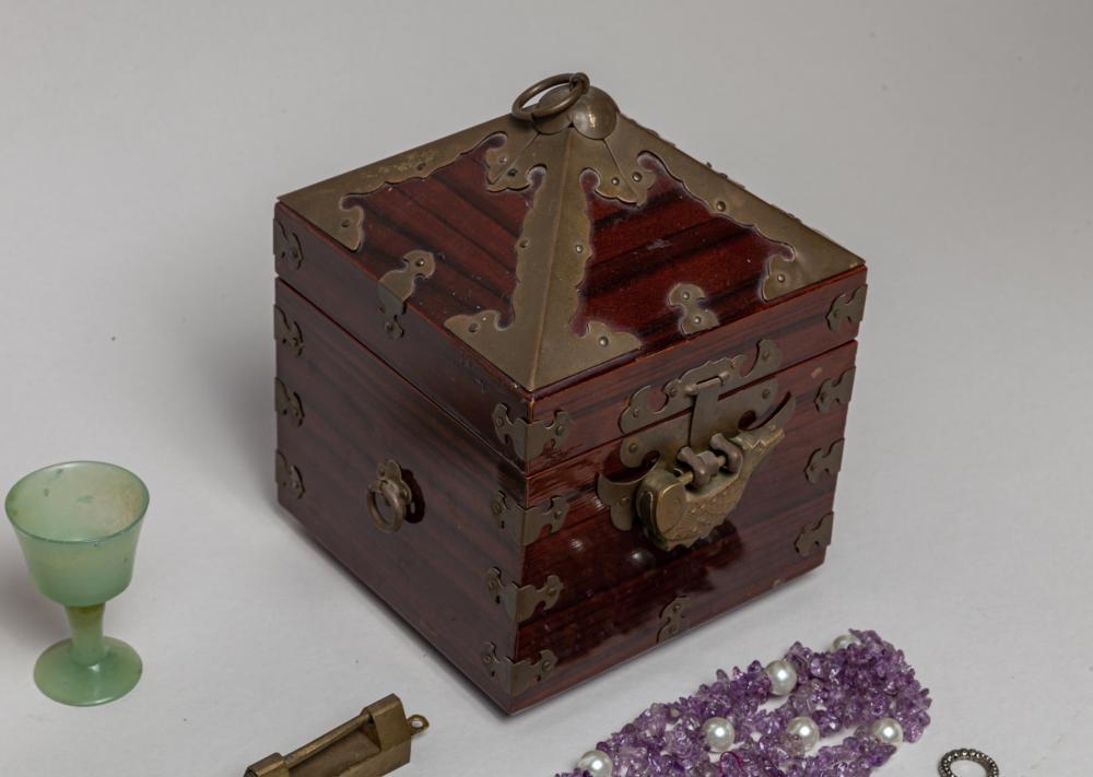 Estate Chinese Jade/Gem Stone Jewelries & Decors