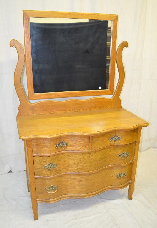 Antique Oak Serpentine 4 Drawer Dresser With Mirror There A