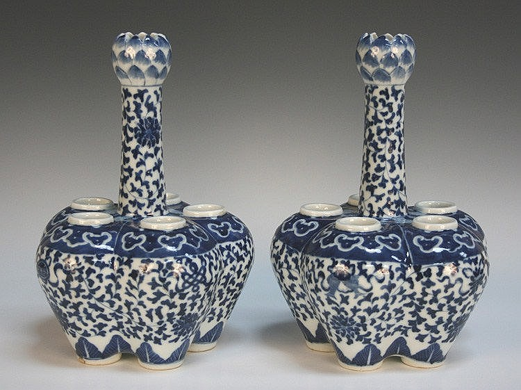 A pair of Chinese blue and white porcelain crocus