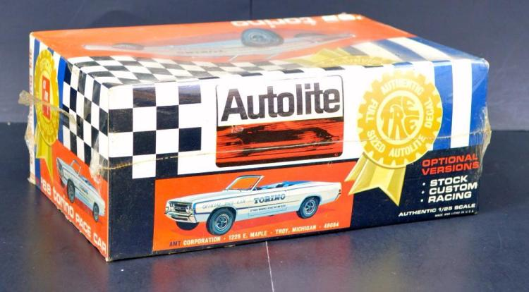Mint sealed AMT 1968 Torino Indy 500 pace car 1/25 scale model kit T237
