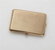 Boîte à carnet en or jaune 9K (375/oo) à décor gui