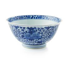 KANGXI-STYLE BLUE AND WHITE BOWL QING DYNASTY, 19TH CENTURY 17cm wide