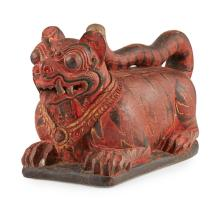 BURMESE LACQUERED TIGER-FORM MEDICINE BOX AND COVER LATE 19TH/EARLY 20TH CENTURY 43cm long