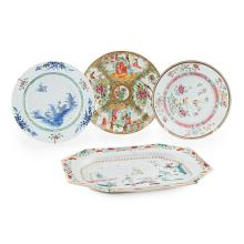 GROUP OF FOUR FAMILLE ROSE EXPORT DISHES QING DYNASTY, 18TH/19TH CENTURY largest 33cm wide