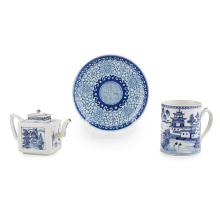 THREE BLUE AND WHITE TABLE ARTICLES QING DYNASTY, 18TH/19TH CENTURY