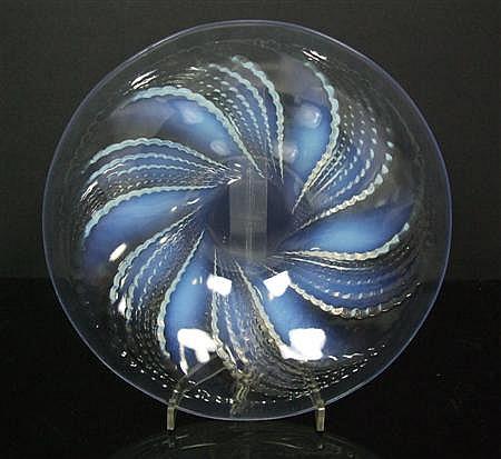 R. LALIQUE 'FLEURONS NO.2' PATTERN OPALESCENT GLASS BOWL, INTRODUCED 1935 25.3cm diameter
