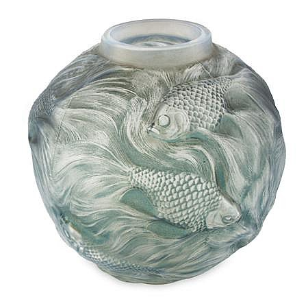R. LALIQUE 'FORMOSE', FROSTED AND OPALESCENT GLASS VASE, DESIGNED 1924 17.2cm high