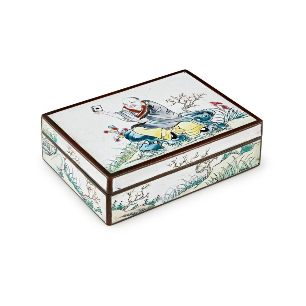CANTON ENAMEL 'CARD PLAYER' BOX AND COVER QING DYNASTY, 19TH CENTURY 10.1cm wide