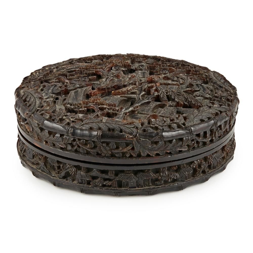 <sup>Y</sup> CARVED TORTOISESHELL CIRCULAR BOX AND COVER QING DYNASTY, 19TH CENTURY 9.2cm diameter