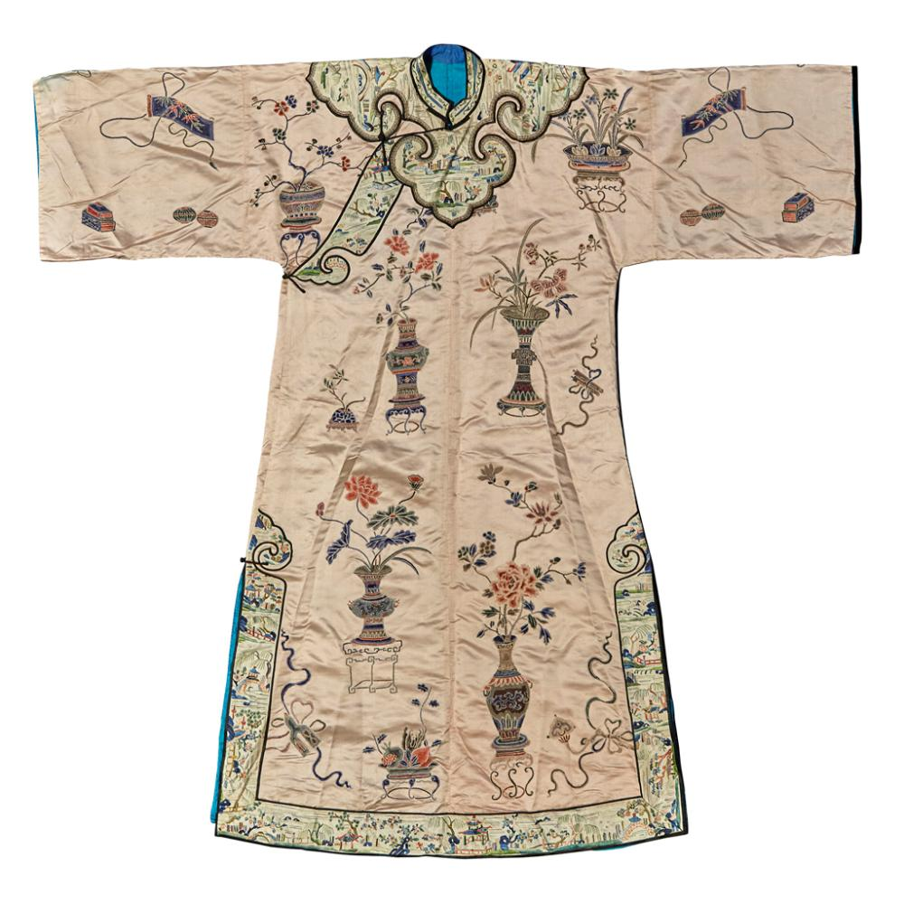 Lot 18: EMBROIDERED SILK LADY'S ROBE QING DYNASTY, 19TH CENTURY 133cm high