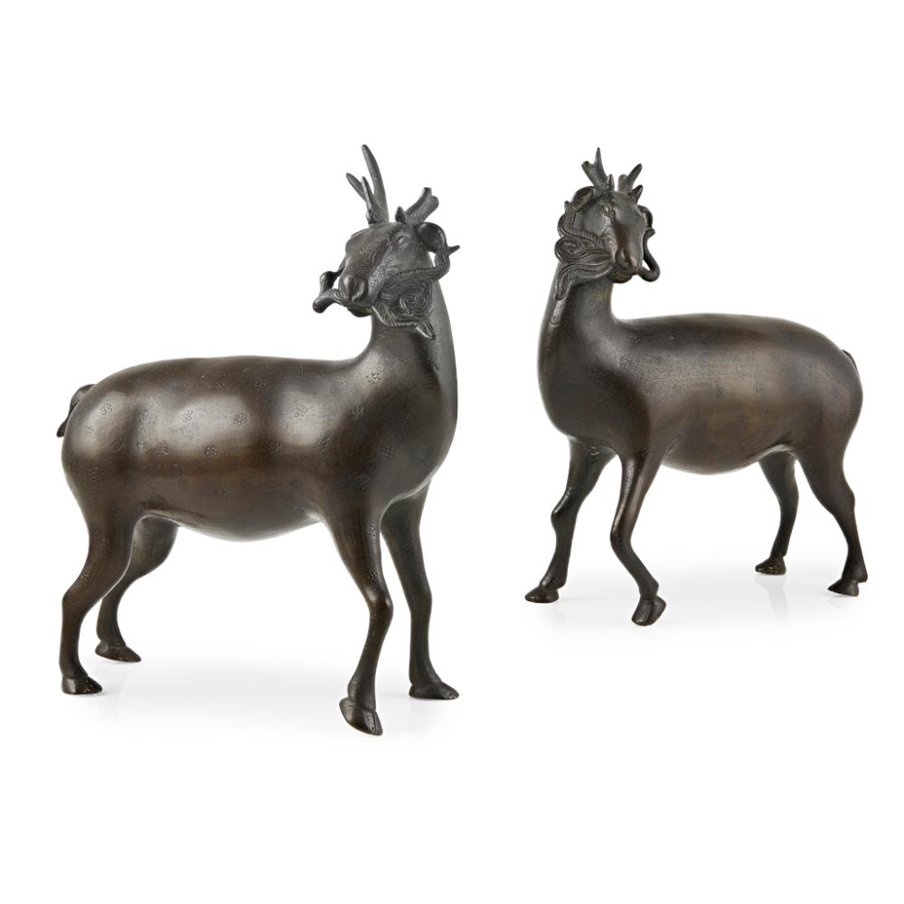 PAIR OF BRONZE DEER QING DYNASTY, 18TH CENTURY 20cm wide
