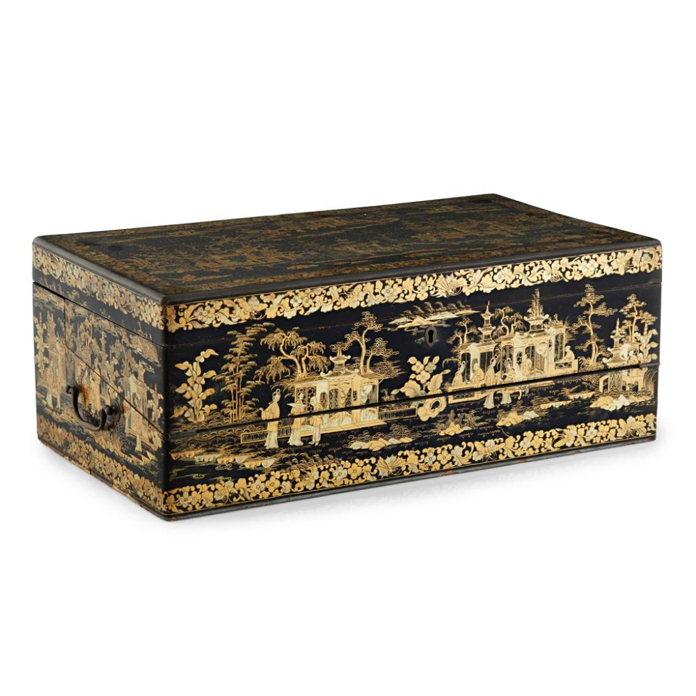 CANTON LACQUER LAP DESK QING DYNASTY, 19TH CENTURY 48.5cm wide