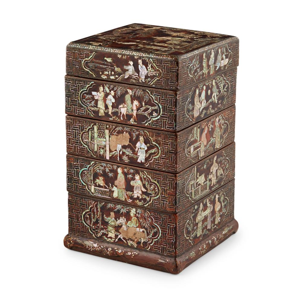 LAC BURGAUTÉ FOUR-TIERED BOX AND COVER 17TH CENTURY 18.3cm high