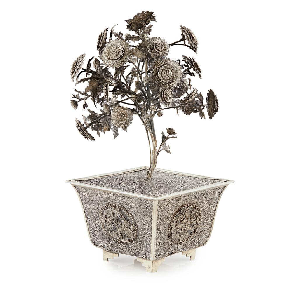 SILVER FILIGREE CHRYSANTHEMUM TREE AND JARDINIÈRE QING DYNASTY, 19TH CENTURY 28cm high
