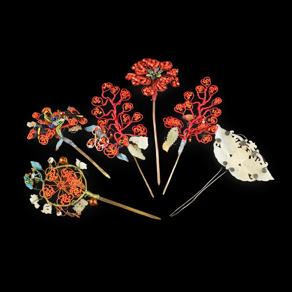<sup>Y</sup> COLLECTION OF SIX HAIRPINS LATE QING DYNASTY/REPUBLIC PERIOD longest 16cm