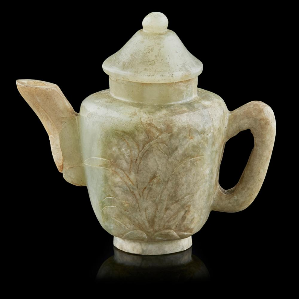 SMALL GREEN JADE TEAPOT AND COVER QING DYNASTY, 19TH CENTURY 9.3cm wide