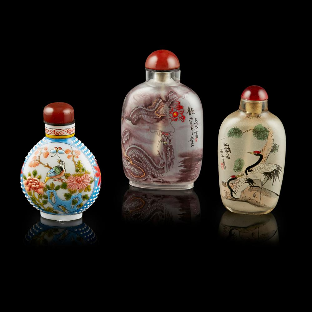 THREE GLASS SNUFF BOTTLES 20TH CENTURY largest 8.9cm high (overall)