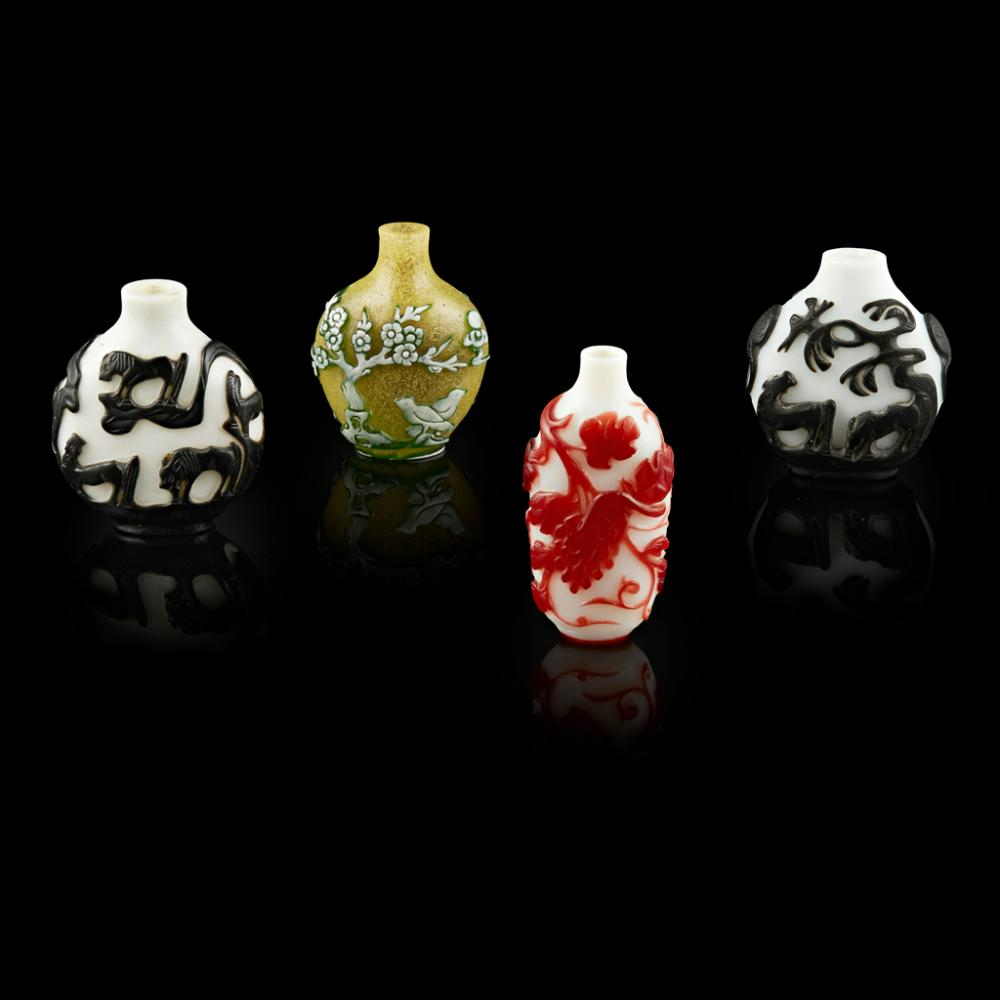 RED-OVERLAY WHITE GLASS 'SQUIRREL AND GRAPES' SNUFF BOTTLE QING DYNASTY, 19TH CENTURY largest 6.7cm high