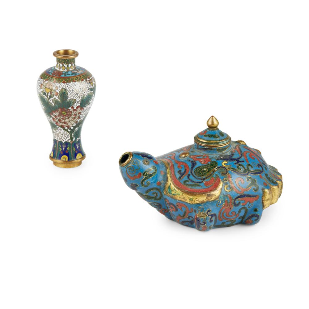 TWO CLOISONNÉ ENAMEL ARTICLES LATE QING DYNASTY/REPUBLIC PERIOD largest 9.5cm high