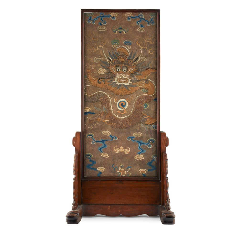 TABLE SCREEN WITH INSET EMBROIDERED 'DRAGON' PANEL QING DYNASTY, 19TH CENTURY 85.5cm high (overall)