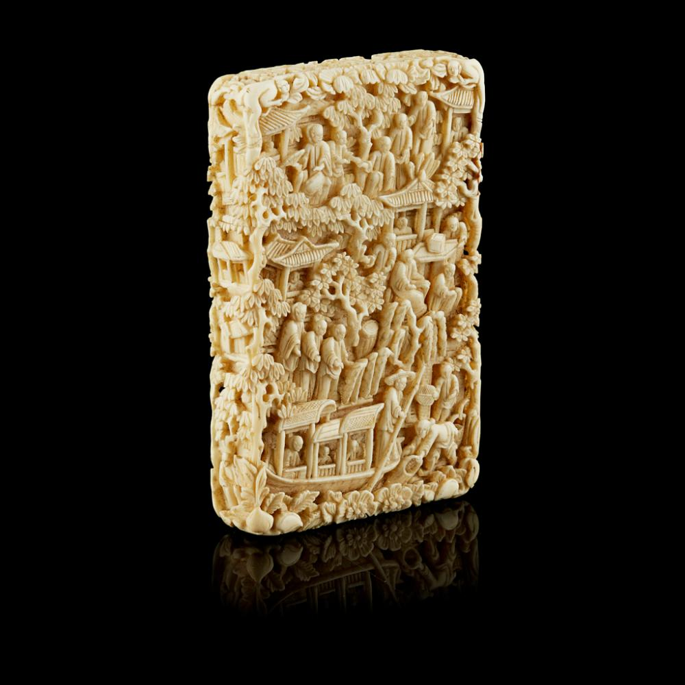 <sup>Y</sup> CARVED CANTON IVORY CARD CASE QING DYNASTY, 19TH CENTURY 11.6cm high