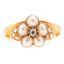 A pearl and diamond set cluster ring Ring size: N