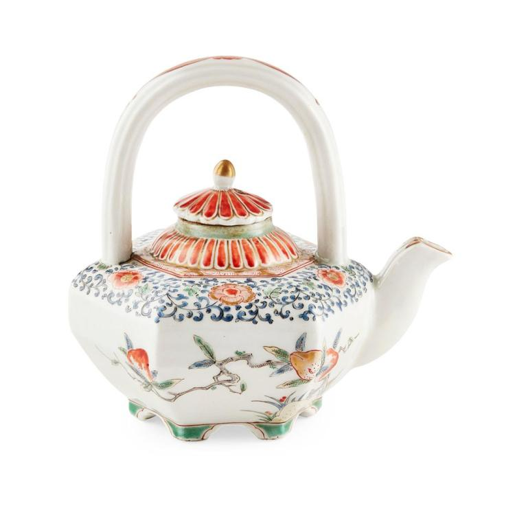 KAKIEMON TEAPOT AND COVER MEIJI PERIOD teapot 12.5cm high