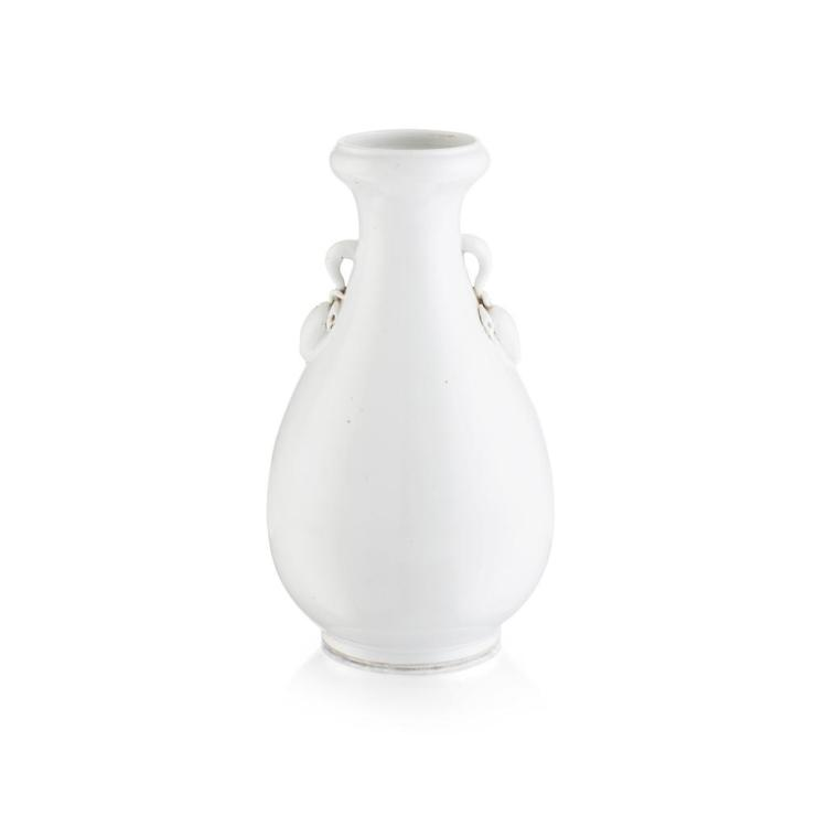 BLANC-DE-CHINE VASE MING DYNASTY 28cm high