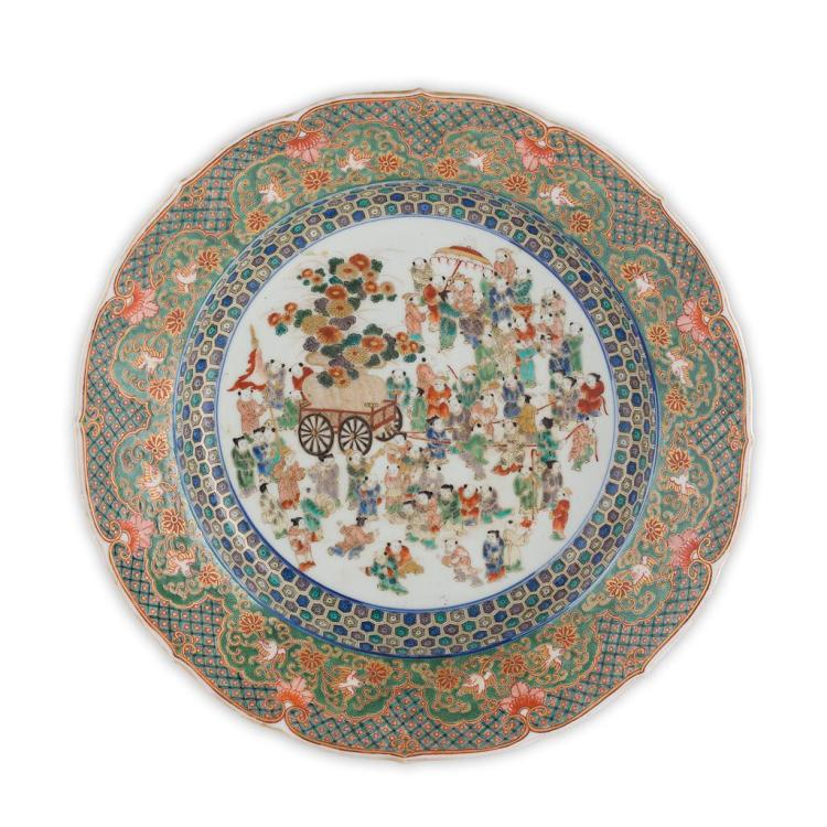 FAMILLE VERTE 'BOYS' CHARGER LATE QING DYNASTY, 19TH CENTURY 38cm diam